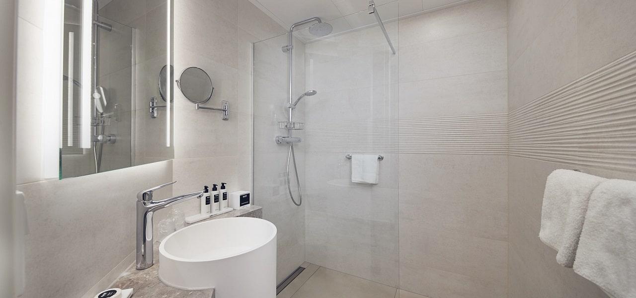 westcord-hotel-noordsee-ameland-familiesuite-badkamer