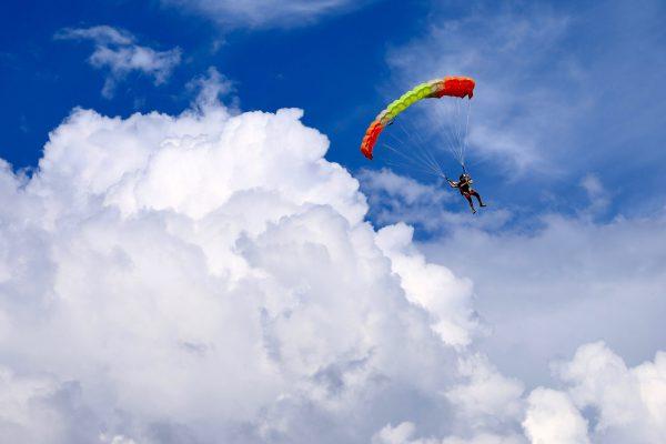 skydiving-Y5QSUHY